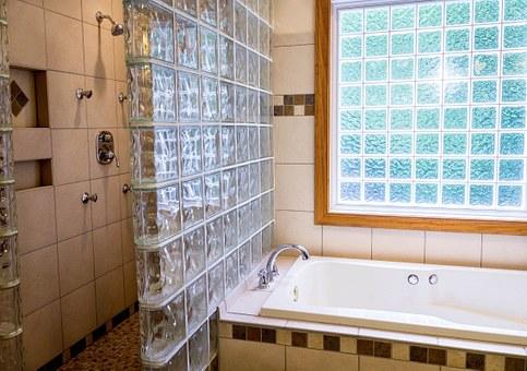 איך מתבצעת בניית מקלחון ואיך שומרים עליו לאורך זמן?