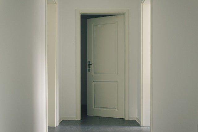 החלפת דלתות פנים