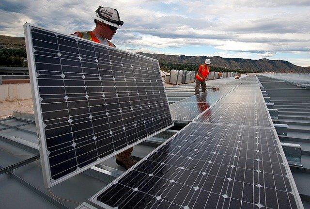 """""""חשמל סולארי ביתי מוריד את ערך הבית"""" זהו, שממש לא"""