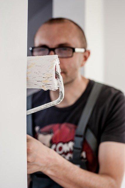 צביעת דירה – האם אפשר לעשות זאת לבד?