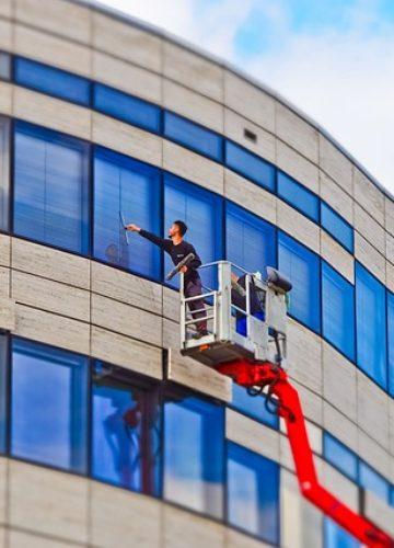 ניקוי חלונות בגובה – למי זה מיועד