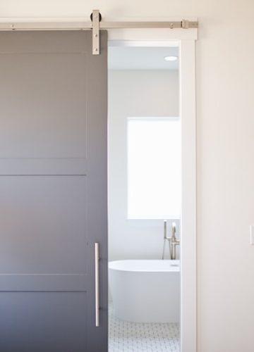 דלתות הזזה – מדוע משתלם יותר להשתמש בהן