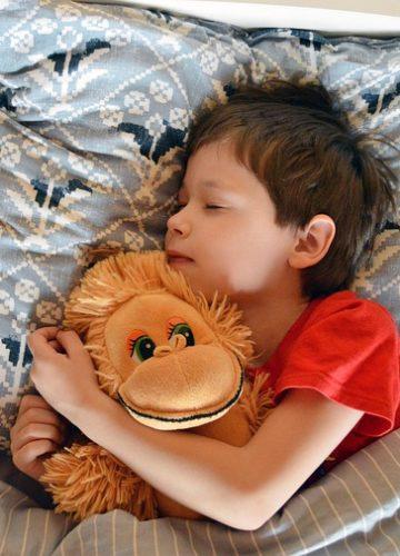 איך מתאימים כריות שינה לילדים?