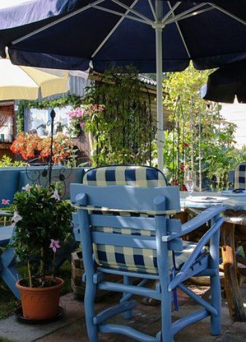 עיצוב פינת אירוח בגינה