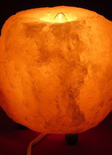 שיפור האווירה בבית: איך מנורת מלח תוכל לעזור?