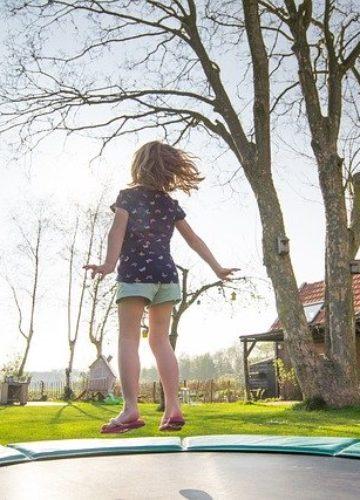 איך להפוך את חצר הבית למתחם משחקים?